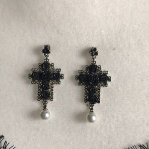 Jewelry - Cross ✝️ earrings with roses 🌹.